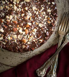 Chocolate Espresso Hazelnut Frozen Torte - Rawmazing Raw and Cooked Vegan Recipes Raw Vegan Cake, Raw Vegan Desserts, Raw Cake, Vegan Pie, Vegan Treats, Chocolate Torte, Chocolate Espresso, Raw Chocolate, Raw Dessert Recipes
