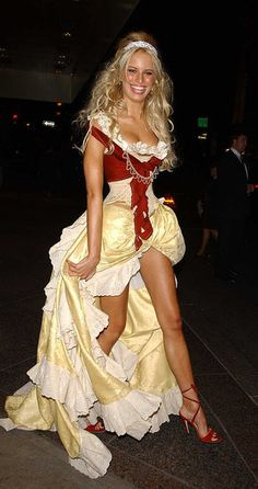 At Heidi Klum's annual Halloween bash in New York in Oktoberfest Outfit, Hot Outfits, Pretty Outfits, Octoberfest Girls, Halloween Costumes Pictures, Beer Girl, Classy Women, Yellow Dress, Traditional Dresses