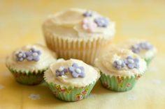 Cute Vanilla Cupcakes Vanilla Cupcakes, Mini Cupcakes, Raspberry Tea, Cupcake Art, Tea Cakes, Pistachio, Cake Recipes, Food And Drink, Desserts