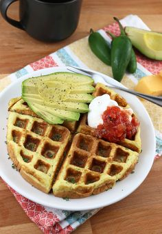 jalapeno and cheddar keto waffles Low Carb Waffles, Savory Waffles, Low Carb Bread, Low Carb Keto, Paleo Bread, Low Carb Breakfast, Breakfast Recipes, Dessert Recipes, Atkins Breakfast
