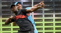 Usain Bolt participa en un partido de críquet en La India. Visite nuestra página y sea parte de nuestra conversación: http://www.namnewsnetwork.org/v3/spanish/index.php