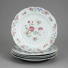 Set de 5 pratos em porcelana Chinesa de Cia das Indias do sec.18th, Familia Rosa, 24cm de diametro, 2,350 USD / 2,170 EUROS / 7,500 REAIS / 14,595 CHINESE YUAN https://soulcariocantiques.tictail.com