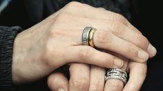 El anillo superior fue el que Felipe le entregó para pedirle matrimonio. El abajo fue un regalo por el nacimiento de su hija