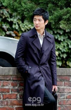 http://asianfanatics.net/gallery/archived/Korean_Male/Hwang_Young_Min/normal_img_259_6448_0.jpg