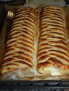 My sweet and savory recipes: braids of ham and cheese puff pastry Bakery Recipes, Kitchen Recipes, Cooking Recipes, Empanadas, Good Food, Yummy Food, Puff Pastry Recipes, Cooking Time, Mexican Food Recipes