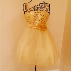 Stunning beautiful gold dress Kids gold dress like new size 10 Dresses Midi