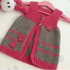 Ex … – Baby Kleidung - Babykleidung Baby Cardigan Knitting Pattern, Baby Knitting Patterns, Knitting Designs, Vest Pattern, Knit Baby Dress, Knitted Baby Clothes, Baby Coat, Baby Sweaters, Pulls