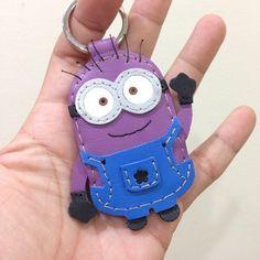神偷奶爸 2 Despicable Me 2 Minion 小小兵 紫色 藍衣服 Dave 手工皮革 鑰匙圈 - 設計師品牌 leatherprince - Pinkoi