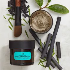 Buy charcoal mask with Himalayan charcoal clay from The Body Shop. Infused with green tea leaves and tea tree oil, The Body Shop charcoal face mask is vegan. Charcoal Mask Benefits, Charcoal Mask Peel, Bamboo Charcoal Mask, Honey Face Mask, Diy Face Mask, Diy Mask, Superfood, Organic Tea Tree Oil, Body Shop At Home