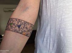 Baris Yesilbas | Istanbul Turkey Geometric arm bandinfo@barisyesilbas.com