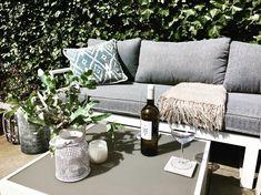 De loungehoek is pas compleet met een wijntje op tafel!