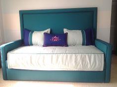 Confección de cama tapizada Dani, Baby Room, Bed Pillows, Pillow Cases, Home, Upholstered Beds, Girl Rooms, Quartos, Furniture