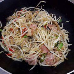 베이컨 숙주볶음 – 레시피 | 다음 요리 Asian Recipes, Ethnic Recipes, Vegetable Seasoning, Korean Food, Cabbage, Spaghetti, Pork, Food And Drink, Cooking Recipes