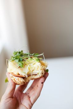 Skinny Soft Scrambled Egg and Havarti Bagel - Lillie Eats and Tells Mexican Breakfast Recipes, Brunch Recipes, Breakfast Ideas, Breakfast Pizza, Breakfast Bowls, Healthy Eating Recipes, Whole Food Recipes, Healthy Dinners, Healthy Foods