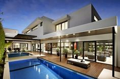 Modern house and luxury pool Swimming Pool Lights, Melbourne House, Modern Backyard, Garden Modern, Backyard Patio, House Goals, Exterior Design, Interior Architecture, Sustainable Architecture