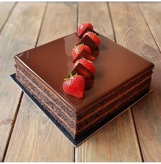 YES OR NO? Chocolate cake with strawberries repost i love so much! Pretty Cakes, Cute Cakes, Beautiful Cakes, Yummy Cakes, Amazing Cakes, Chocolate Strawberry Cake, Strawberry Cakes, Chocolate Desserts, Chocolate Cake