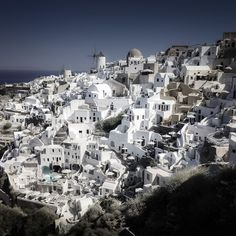 It's cool to spend a morning in Oia, enjoying the iconic views...  #iphoneonly #iphones #iphoner #iphoneographer #iphoneography #iphonephotography #iphonetography #iphonetographytours #phonetographytours #phonephotographer #phonephotos #Santorini #Greece #visit_Santorini #bestofsantorini #discoverGreece #bucketlist  #wanderlust #travelphotography #travelguide #travelgreece #summer #instatravel  #photo #phototour #instagreece #instagood #summer #bucketlistcheck #island_life
