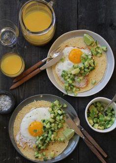 Frokost-taco med grønn salsa Salsa, Tacos, Eggs, Breakfast, Ethnic Recipes, Cilantro, Morning Coffee, Salsa Music, Restaurant Salsa