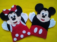 Mickey and Minnie Mouse Felt Puppets, Disney Crafts. Making these for Oliver! Felt Puppets, Felt Finger Puppets, Hand Puppets, Puppet Patterns, Felt Patterns, Puppet Crafts, Felt Crafts, Disney Diy, Disney Crafts
