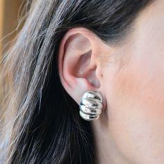 Cercei luciosi din argint masiv 925 ‰.  Prinderea de ureche se face cu ajutorul șuruburilor.  Cod produs: DC1829 Greutate: 6.04 gr. Lungime: 2.00 cm Lățime: 1.50 cm Lapis Lazuli, Topaz, Diamond Earrings, Jewelry, Diamond, Jewlery, Bijoux, Schmuck, Jewerly