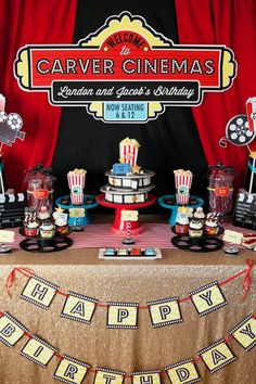 A Hollywood Movie Party // Hostess with the Mostess® Deco Cinema, Cinema Party, Hollywood Party, Party Printables, Kino Party, Teenager Party, Movie Night Party, Movie Nights, Adult Halloween Party