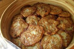 Depression-Era Dishes: 9 Budget Recipes That Are Still Good Enough To Eat Today Leftover Potato Pancakes and other recipes used during the Great Depression – Not gonna lie, these look delicious Frugal Meals, Cheap Meals, Budget Meals, Budget Recipes, Inexpensive Meals, Good Enough, Leftover Potatoes, Mashed Potatoes, Depression Era Recipes