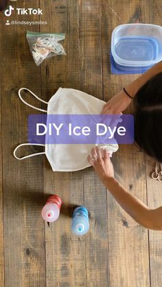 Ice Tie Dye, How To Tie Dye, How To Dye Fabric, Tie Dye Folding Techniques, Fabric Dyeing Techniques, Tie Dye Fashion, Diy Fashion, Diy Tie Dye Designs, Tie Dye Tutorial