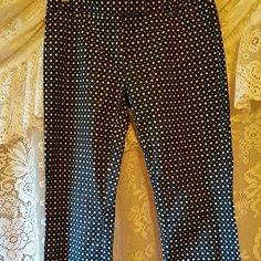Checkered  gap skinny capris. Black white checkered skinny capris. Loop holes for belt. Euc GAP Pants Capris