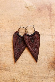 Ethic India Leather Earrings by siamic on Etsy Leather Carving, Leather Art, Leather Tooling, Leather Jewelry, Leather And Lace, Handcrafted Jewelry, Earrings Handmade, Knitted Necklace, Leather Scraps