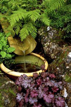 Wasserleitungen aus Bambus. Habe ich schon mehrfach in guten Hotels gesehen aber noch nie getestet ob es echter Bambus ist