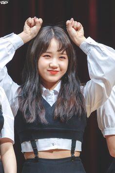 ʚ pin - lloverrose ɞ Kpop Girl Groups, Korean Girl Groups, Kpop Girls, Jung Chaeyeon, Choi Yoojung, Korean Birthday, Kim Sejeong, Ioi, Girl Day