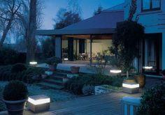 éclairage extérieur élégant: bornes carrés LED