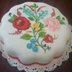 Kalocsai esküvői torta / Ceremónia - Esküvő / Esküvőm.hu minden ami esküvő!