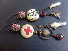 wonderful blog with lots of jewelry made from found objects