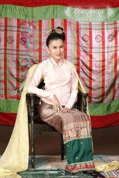 Longyi: Burmese traditional clothing