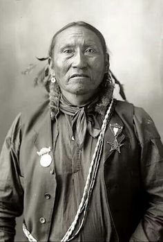 Portrait (Front) of Black Horse, Arapaho, in Partial Native Dress with Ornaments - Frank A Rinehart - 1898 Native American Pictures, Native American Beauty, Native American History, Native American Indians, Native Americans, Aboriginal People, Native Indian, Native Art, Before Us