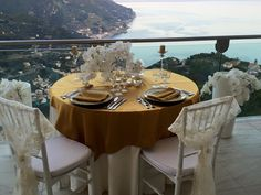 Wedding tablesetting, wedding day, on the terrace with sea view, flowers centerpiece, gold details, Sposa Mediterranea, Olga Studio.