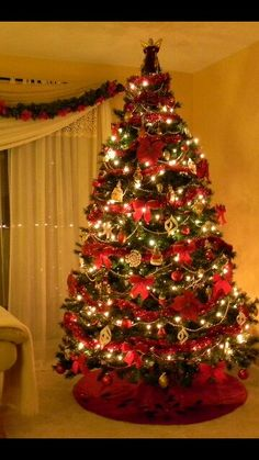 2018 Most Beautiful Christmas Tree Contest - Dom itp - Simply the Best from Poland Red And Gold Christmas Tree, Gold Christmas Decorations, Cool Christmas Trees, Christmas Tree Themes, Beautiful Christmas, Christmas Lights, Christmas Christmas, Christmas Neighbor, Simple Christmas