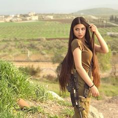 Women in Uniform : Hot Girls of Israel Army Idf Women, Military Women, Save The World, Israeli Girls, Brave Women, Military Girl, Warrior Girl, Girls Uniforms, Sexy Hot Girls