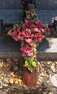 Ceramic Cross decorated with beautiful flowers. Ceramic Flowers, Clay Flowers, Cemetery Decorations, Cemetery Headstones, Cemetery Flowers, Funeral Flowers, Clay Projects, Clay Art, Memorial Day