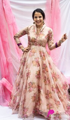 Fancy Dress Design, Stylish Dress Designs, Dress Neck Designs, Blouse Designs, Indian Designer Outfits, Designer Dresses, Designer Wear, Indian Outfits, Long Gown Dress