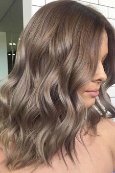 Ash brown hair colors, with their smoky and cool green, blue, and grey undertones, let you upgrade your brown locks in a subtle, stylish way. Let's see our ideas! #haircolor #ashbrown