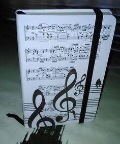 Libretas con motivos musicales estilo moleskine a precios de chiste.