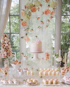 Вдохновение нежностью  Также в новом номере солнечная @latte_karina основательница студии @lattedecor делится с читателями WV своей историей успеха полезными советами где искать вдохновение а также рассказывает что будет в тренде в 2016 году. Не пропустите  Photo by @katya_avramenko  Sweets by @yumbaker  Wedding planner @caramelwedding  #wed_vibes #weddingvibesmagazine by wed_vibes