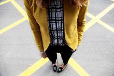 . Chaqueta / Jacket: Hoss Intropia  . Camisa / Shirt: Frontrowshop  . Pantalones / Trousers: Zara  . Zapatos / Shoes: Valentino  . Gafas / Sunglasses: Italia Independent