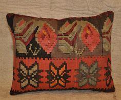 bba8a67cae3 kilim pillow Kilims, Kilim Pillows, Fabric Decor, Ikat, Navajo, Hand Weaving