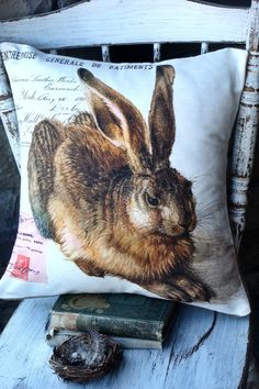 Cute vintage bunny printed onto 100% cotton and fits an 18 insert (not inlcuded)    Burlap envelope style closure on the back but cotton available if