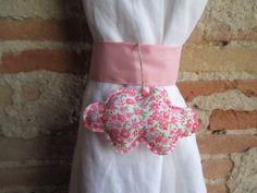 Embrasse nuage pour rideau en tissu liberty rose en forme de nuage : Accessoires de maison par les-voilages-de-caroline