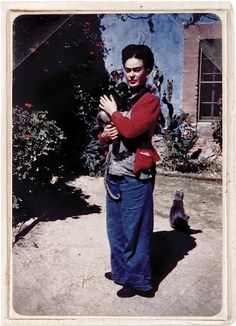 In memory of Frida Kahlo: Her Photos  —by What's up !