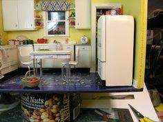 Dollhouse Miniature Furniture - Tutorials | 1 inch minis: How to make a Miniature Vintage Refrigerator